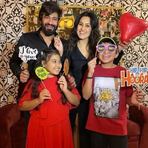Kamya Punjabi with Family
